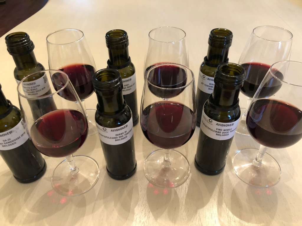 6 mini bottles of red wine with 6 glasses
